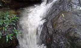 Calcilândia - Cachoeira no pé da Serra em Calcilândia, por Marcília Rodrigues da Silva.