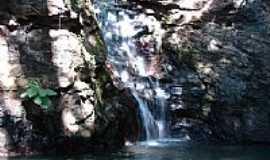 Caldas Novas - Cachoeira no Paredão da Serra de Caldas Novas-GO-Foto:eliaspinheiro