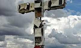 Caldas Novas - Monumento aos Acidentes de Trânsito em Caldas Novas-GO-Foto:eliaspinheiro