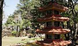 Caldas Novas - Réplica do Pagode Japonês no Jardim Japonês em Caldas Novas-GO-Foto:Paulo Yuji Takarada