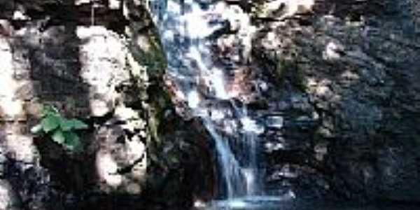 Cachoeira no Paredão da Serra de Caldas Novas-GO-Foto:eliaspinheiro