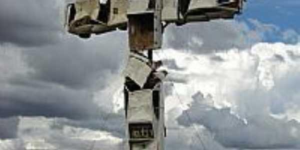 Monumento aos Acidentes de Trânsito em Caldas Novas-GO-Foto:eliaspinheiro