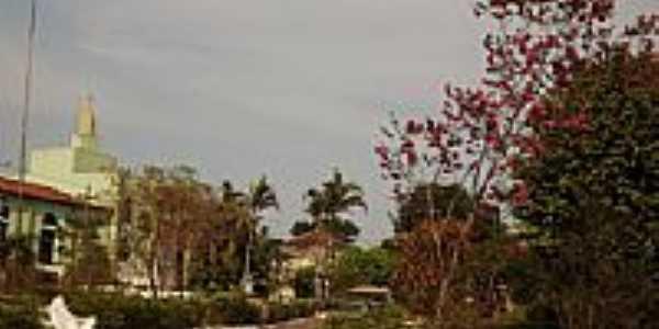 Praça ao lado da Igreja em Carmo do Rio Verde-Foto:wender marques