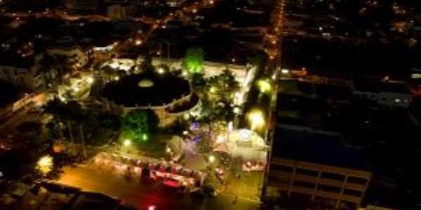 Centro da cidade à noite, Por Lucas Lopes