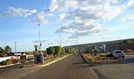 Crix�s - Avenida das Oliveiras em Crix�s, por Slandrade.