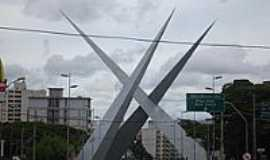 Goi�nia - Viaduto Latif Sebra em Goi�nia-Foto:Walter Leite