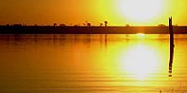 Nascer do sol no Rio dos Bios, por Jones Divino.