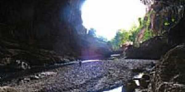 Interior de Terra Ronca em Guarani de Goiás-GO-Foto:jackson a de moura