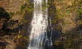 Guarinos - Cachoeira em Guarinos-Foto:Argeu Teles