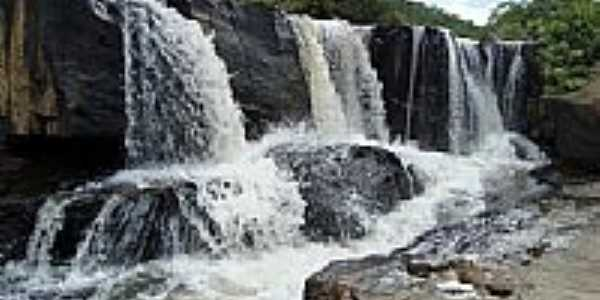 Cachoeira em Guarinos-Foto:Carlos Nathan