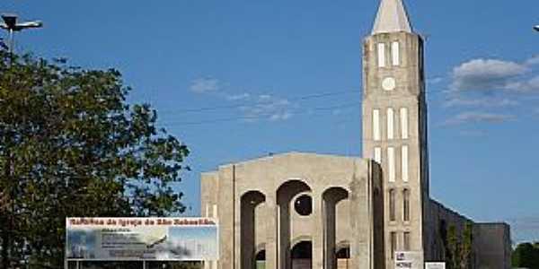 Itaberaí-GO-Igreja de São Sebastião,em reforma-Foto:Rhenan Ulisses