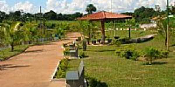 Praça e o lago em Itarumã-GO-Foto:Wagner Magalhães de Araujo