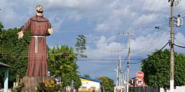 Eirunepé-AM-Estátua em homenagem à São Francisco-Foto:Hennysow Gandra