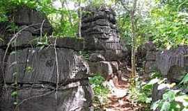 Mambaí - Mambaí-GO-Labirinto de Pedras-Foto:aventurasnoplanaltocentral.blogspot.com