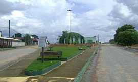 Mambaí - Mambaí-GO-Praça Raul Vieira de Souza na Av.Castelo Branco-Foto:Josemy e Giovanna Oliveira