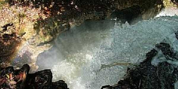 Mambaí-GO-Cachoeira do Funil-Foto:www.360graus.com.br