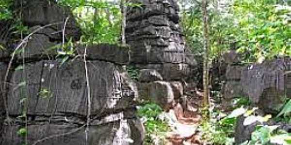 Mambaí-GO-Labirinto de Pedras-Foto:aventurasnoplanaltocentral.blogspot.com