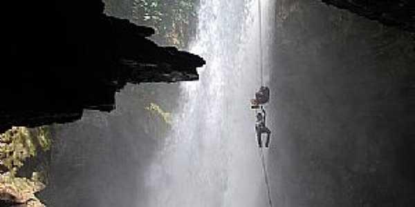 Mambaí-GO-Prática de Rapel na Caverna do Funil-Foto:www.360graus.com.br