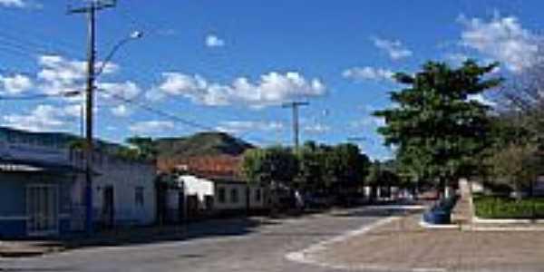 Rua central e praça de Mimoso de Goiás-GO-Foto:gnomobsb