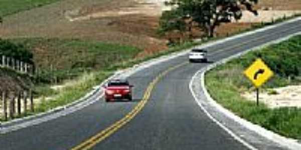 Rodovia em Mossâmedes-Foto:Leoiran