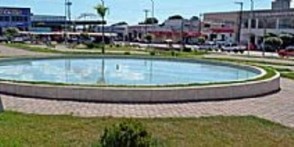 Mozarlândia-GO-Fonte na Praça central-Foto:www.nucleogov.com.br