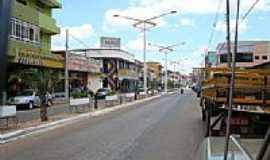 Niquelândia - Comércio na Av.central em Niquelândia-Foto:José A. Machado