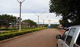 Nova Iguaçu de Goiás - Avenida e  o Cristo-Foto:dioceliofreitas