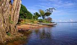Freguesia do Andirá - Barcos na orla do Rio Andirá em Freguesia do Andirá-AM-Fotobaeturismo