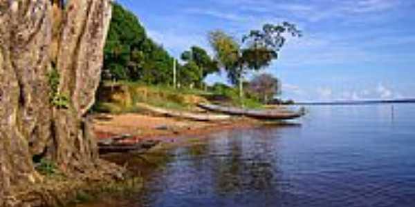 Barcos na orla do Rio Andirá em Freguesia do Andirá-AM-Fotobaeturismo