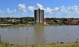 Palmeiras de Goiás - Palmeiras de Goiás-GO-Lago Municipal e vista parcial da cidade-Foto:Arolldo Costa Oliveira