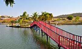 Palmeiras de Goiás - Palmeiras de Goiás-GO-Ponte para a Ilha no Lago Municipal-Foto:Arolldo Costa Oliveira
