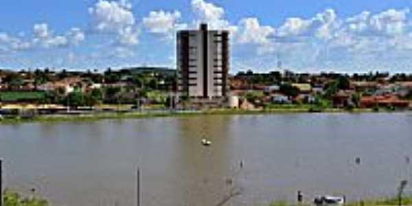 Palmeiras de Goiás-GO-Lago Municipal e vista parcial da cidade-Foto:Arolldo Costa Oliveira
