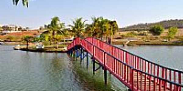 Palmeiras de Goiás-GO-Ponte para a Ilha no Lago Municipal-Foto:Arolldo Costa Oliveira