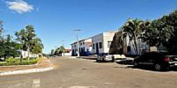 Avenida e pra�a de Palmelo-GO-Foto:jackson a de moura