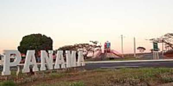 Panam�-GO-Trevo de acesso da cidade-Foto:Pe. Edinisio Pereira�