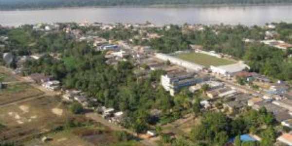 Cidade de humaitá vista por cima. Com esse aspecto verdejante e o rio madeira logo mais atrás., Por Amazonense