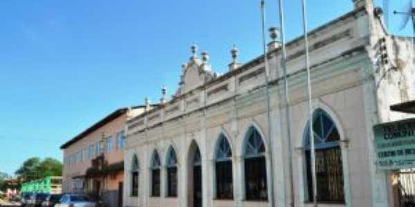 antiga biblioteca da cidade e uma das mais antigas do estado., Por Amazonense