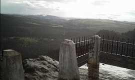Pirenópolis - Pirenópolis-GO-Parque Estadual do Pireneus, visto do alto do Morro da Capelinha-Foto:Josue Marinho