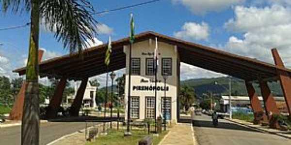 Pirenópolis-GO-Pórtico de entrada da cidade-Foto:wikimapia.org