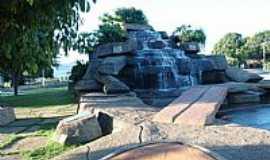 Porangatu - Porangatu-GO-Cascata e Lagoa no centro-Foto:RioPreto