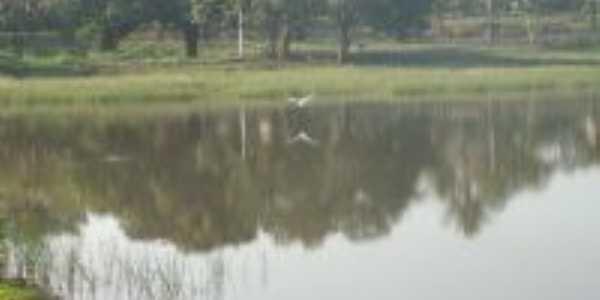 Lago  do Clube Eldorado, Por Erika