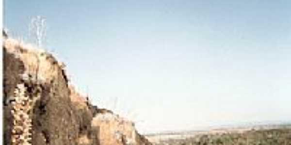Paredão de Pedras na região de Córrego do Corvo em Rianápolis-Foto:julierme.