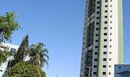 Rio Verde - Rua Abel Pereira de Castro no centro de Rio Verde-GO-Foto:Neander Moraes