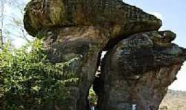 Santa Isabel - Formação rochosa não identificada-Foto:Juliermesgme78