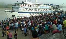 Ipixuna - Barco Pai atracando no Porto de Ipixuna-Foto:Scyscrapercity, postada por Gilson de Souza