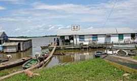 Iranduba - Flutuante às margens do Rio Solimões-Foto:Renato Lins