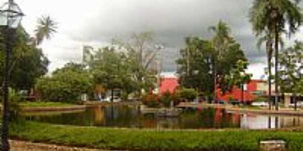 São Miguel do Araguaia-GO-Lago na Praça Ovídio Martins-Foto:Virley Silva GMM