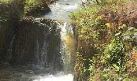 São Sebastião do Rio Claro - São Sebastião do Rio Claro-GO-Cachoeira para pegar iscas-Foto:João Luciano da Cunha