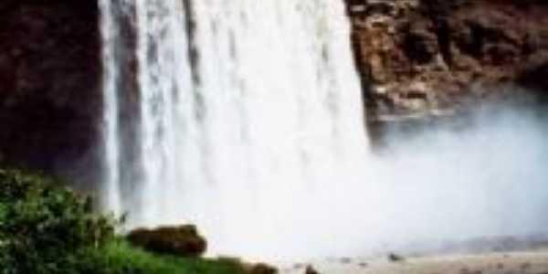 Cachoeira Localizada em Sítio D´Abadia, Por Débora Maria de Jesus
