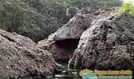 Lagoa Santa - Lagoa Santa-GO-Lagoa entre as rochas-Foto:www.lagoasantagoias